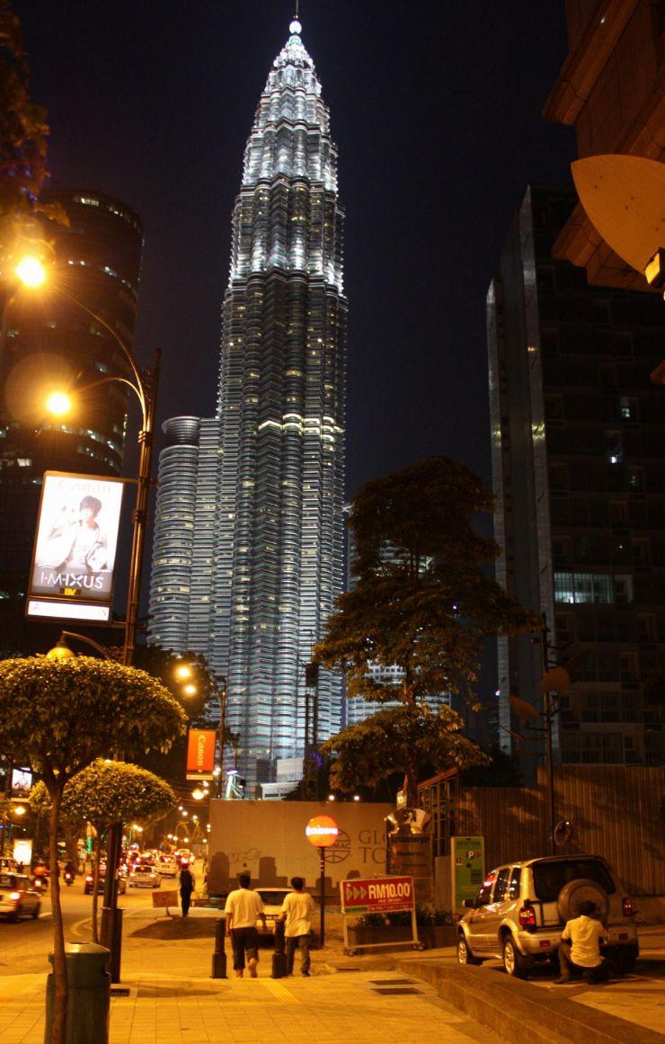 吉隆坡双子塔(很遗憾,找了很久都无法从正面拍摄)